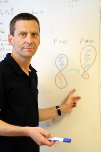 Professor Lars Bojer Madsen